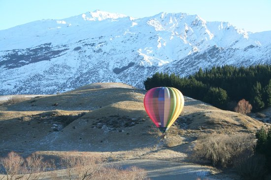 Speargrass Rise Bed and Breakfast: Hot air balloon taking off from below the property
