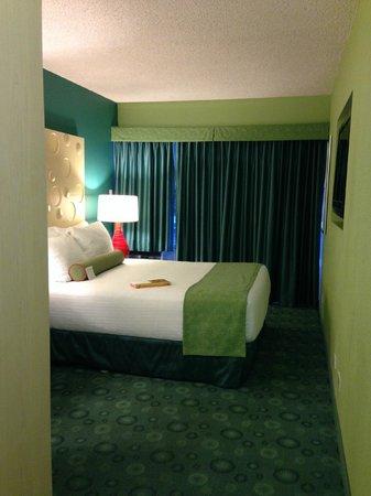 Coconut Waikiki Hotel: city view queen