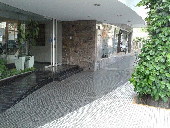 Hotel Crillon Mendoza: Fachada do hotel