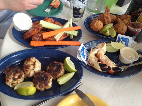 Scotty's Landing: conch fritters and crab cakes were good