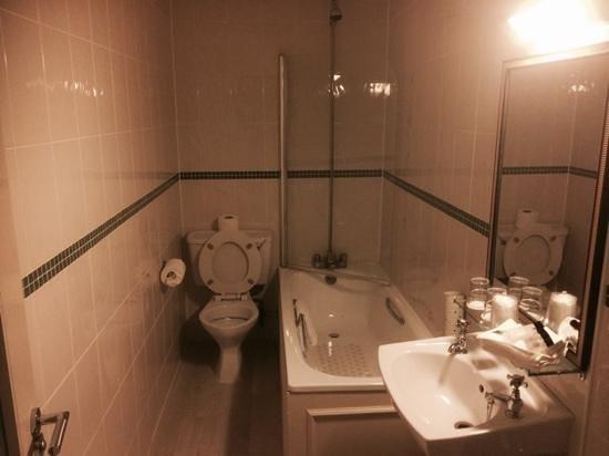 Hallmark Hotel Bournemouth East Cliff: bathroom