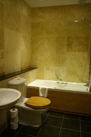 Balmer Lawn: Bathroom 43