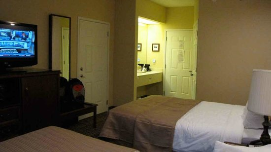 Quality Inn Greenville: View of vanity area from back of room.