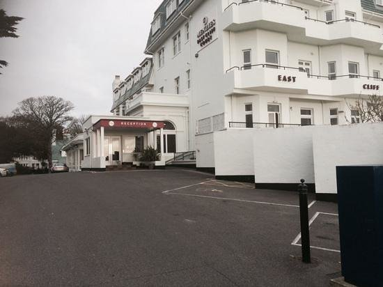 Hallmark Hotel Bournemouth East Cliff: frontal view of hotel Menzies