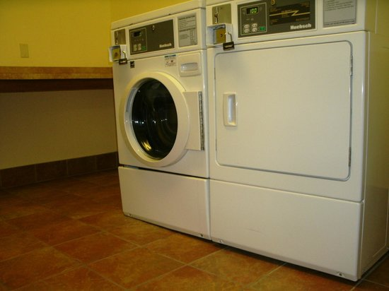 Holiday Inn Express Suites Lake Worth NW Loop 820 : Guest Laundry