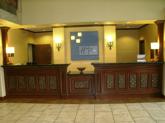 Holiday Inn Express Suites Lake Worth NW Loop 820 : Front Desk
