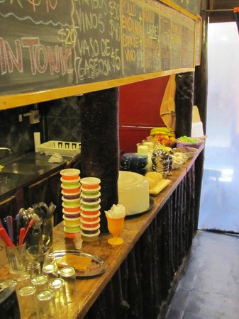 Campo Base Youth Hostel: cafe da manha