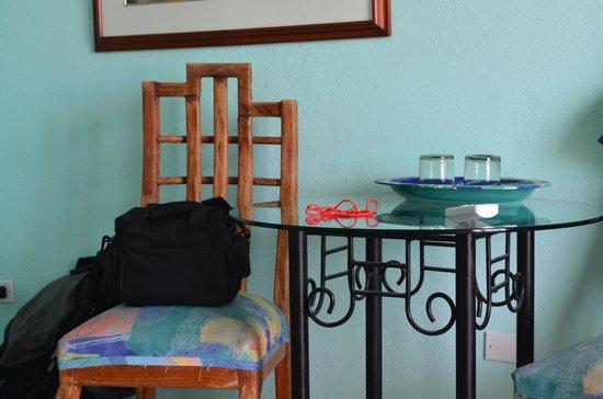 Marisol Boutique Hotel: Mesa y accesorios