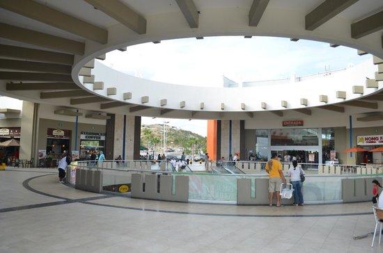 Marisol Boutique Hotel: Establecimientos de comida rápida y formal en el mismo centro comercial