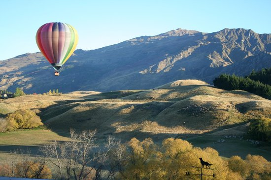 Speargrass Rise Bed and Breakfast: summer ballooning