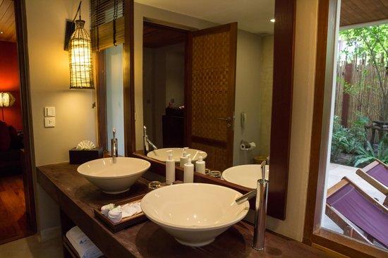 Anantara Rasananda Koh Phangan Villas : Modernes Bad
