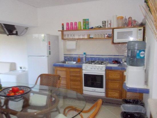 Las Villas Akumal: Well stocked kitchen