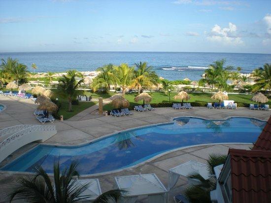 Grand Bahia Principe Jamaica: Swimming pool