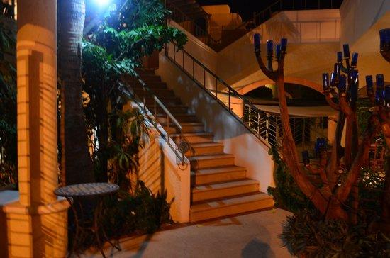 Marisol Boutique Hotel: Escaleras de acceso a la recepción del hotel