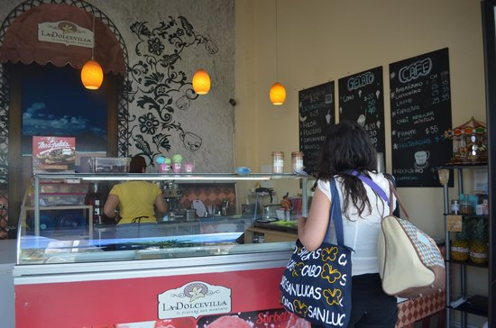 Marisol Boutique Hotel: Café al lado del hotel