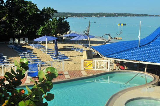 Negril Tree House Resort: View from Main Dining Room
