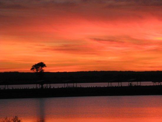 Potters Creek Park : sunset over Canyon Lake