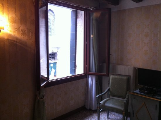 Locanda La Corte: Room overlooking the canal