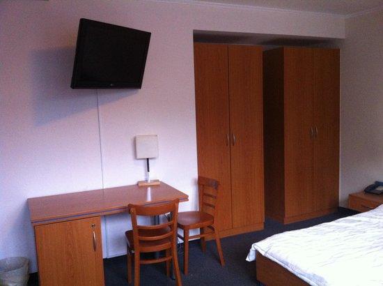 Hotel Ambiente Berlin City: scrivania