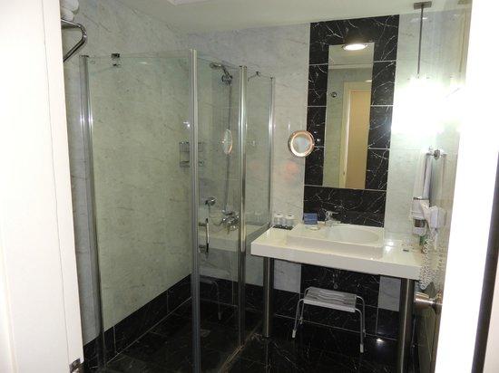 Hotel Beyaz Saray: Banheiro