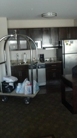 Hyatt Place Raleigh-Durham Airport : View of kitchenette from sitting area