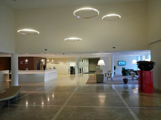 Hilton Garden Inn Leiden: Entrance / Lobby / Reception