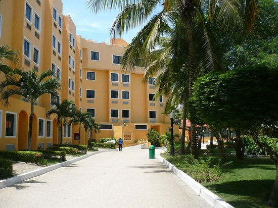 Portofino Hotel: Hotel desde los patios traseros