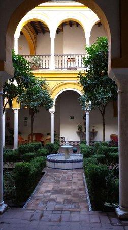 Hotel Casa Imperial: Patio interior