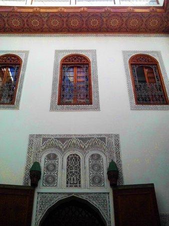 Dar Al Andalous : finestre delle camere sulla zona soggiorno