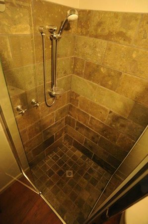 Morwell Motel: Executive King Room have beautiful volcanic tiled showers