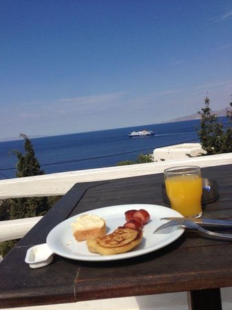 Madalena Hotel : Café da manhã no terraço do hotel