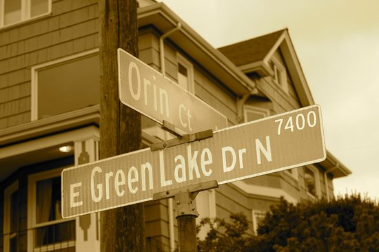 Greenlake Guest House: Street sign to look for