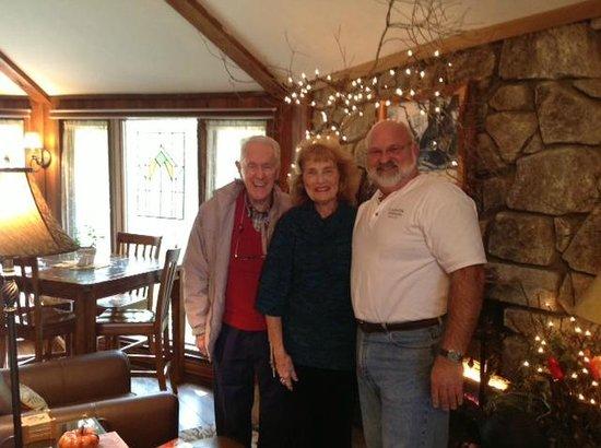 Crooked Oak Mountain Inn: John and Jean with Bear