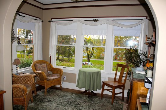 Greenlake Guest House: Sun room, coffee, tea,  view!