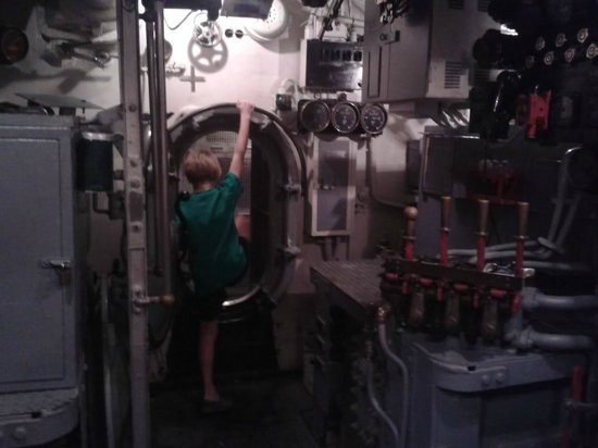 Wisconsin Maritime Museum: Inside the USS Cobia