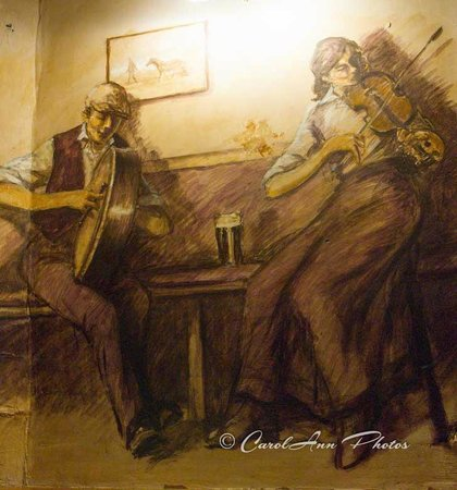 The Crown Hotel: Mick Cawston mural - main room i