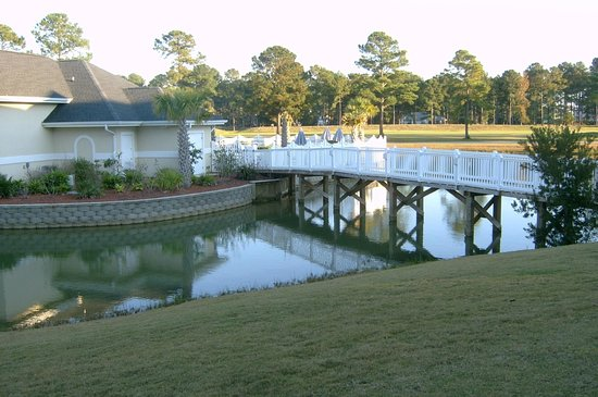 Brunswick Plantation Golf Resort: view to pool