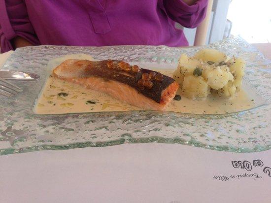Terpsi en Oia: Filet de salmão