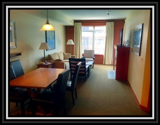 Blackstone Mountain Lodge: DInning Area