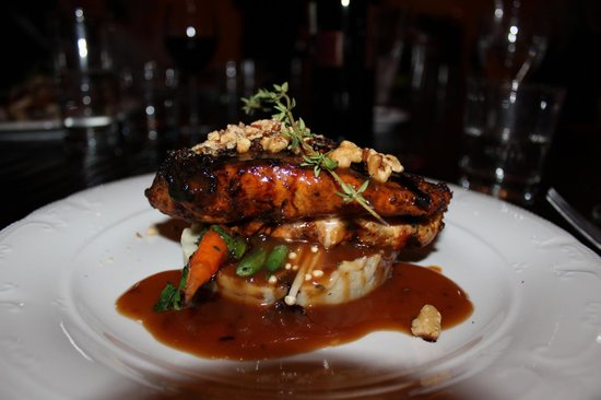 Old Montreal Castle & Suites: Main course from Chef John Zoumis