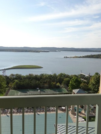 Chateau on the Lake Resort & Spa : The view from our room
