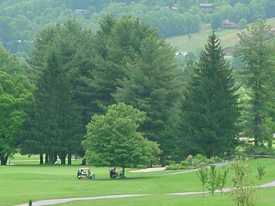 Peppertree Maggie Valley: ahhh…gotta love those views & golf at the same time!