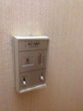 Hilton Houston Galleria Area: old air conditioning control, but it works