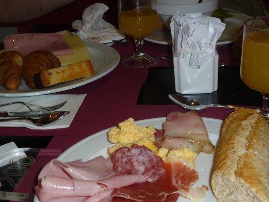 Atenea Calabria Apartaments: cosas muy ricas para el desayuno, buen cafe!