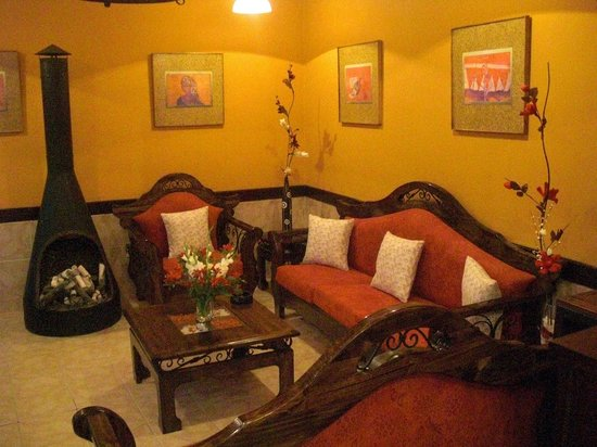 Muzungu B&B Backpacker Hostel: Restaurant lounge