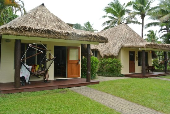 Outrigger Fiji Beach Resort: Family Bure