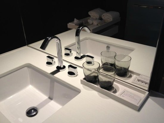 bathroom sinks melbourne bathroom sink picture of crown metropol melbourne 11487