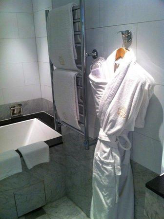 Grand Hotel : Good Bathroom