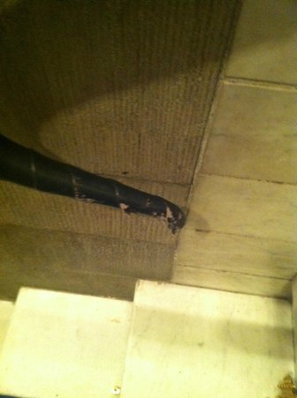 Grand Hotel : Seriously damaged handrail leather cover on Lobby's staircase