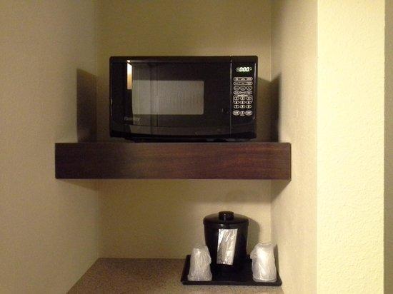 La Quinta Inn & Suites Bonita Springs Naples North: Microwave